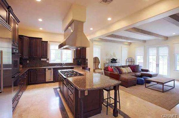 1430328506-005-kitchen-640-4881-14322837