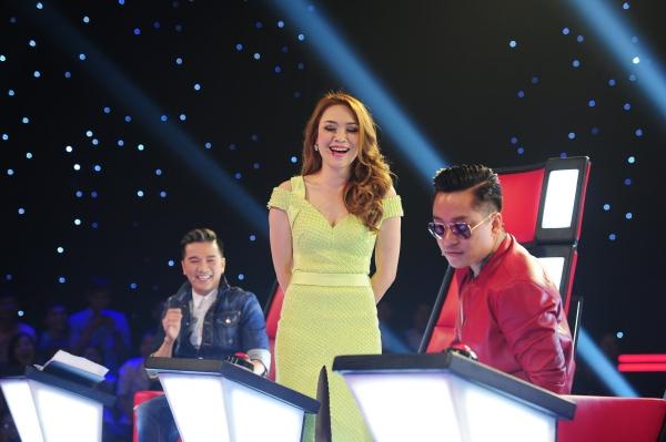 Tập thi thứ 3 vòng Giấu mặt chương trình The Voice 2015 vừa lên sóng tối 24/5. Ở đêm thi này, Mỹ Tâm tiếp tục trở thành tâm điểm bởi những màn nhận xét hài hước.