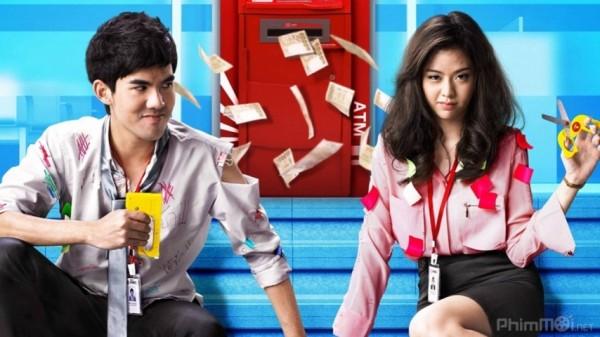 Phim là một tràng cười lăn lộn với những tình huống trớ trêu đến không ngờ giữa cặp đôi Sua và Jib. Anh chàng Sua bí mật hẹn hò với sếp của mình, Jib dù công ty có quy định nghiêm ngặt cấm quan hệ tình càm nơi công sở, nếu bị phát hiện sẽ bị đuổi.