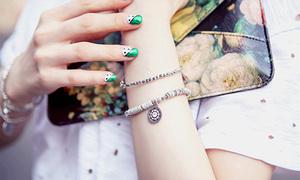 Teen rộ mốt đeo vòng tay nhỏ xinh may mắn