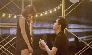 Video cầu hôn lãng mạn của Ứng Duy Kiên với bạn gái hơn 5 tuổi