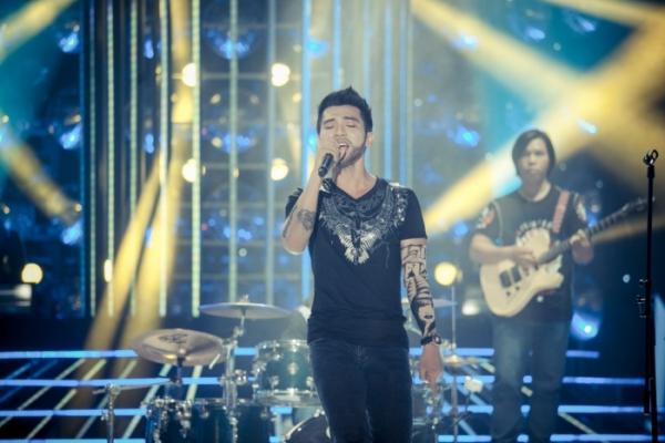 Mai Quốc Việt vào vaiAdam Levine trong Maroon 5 với ca khúc One more night. Trên sân khấu, anh còn trổ tàiBeatbox khá điêu luyện.