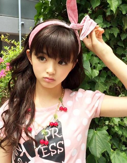 Thiếu nữ chưa tròn 14 tuổi rất đắt show quảng cáo, làm mẫu ảnh. Cô bạn đang nuôi ước   mơ trở thành diễn viên.
