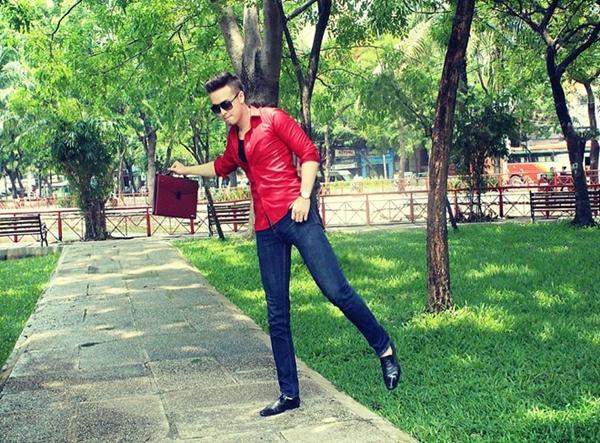 Khi được hỏi về những vệ tinh theo đuổi vì vẻ ngoài điển trai của mình, thầy Tim Nguyễn khá ngượng ngùng. Thầy giáo hot boy yêu thích vẻ đẹp dịu dàng, duyên dáng của người con gái Việt, nhất là khi mặc áo dài.