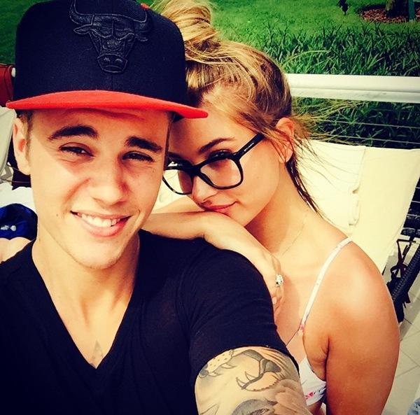 Justin Bieber chụp ảnh thân mật cùng siêu mẫu Hailey Baldwin. Cả hai đang dính vào nghi vấn hẹn hò nhau từ đầu năm.