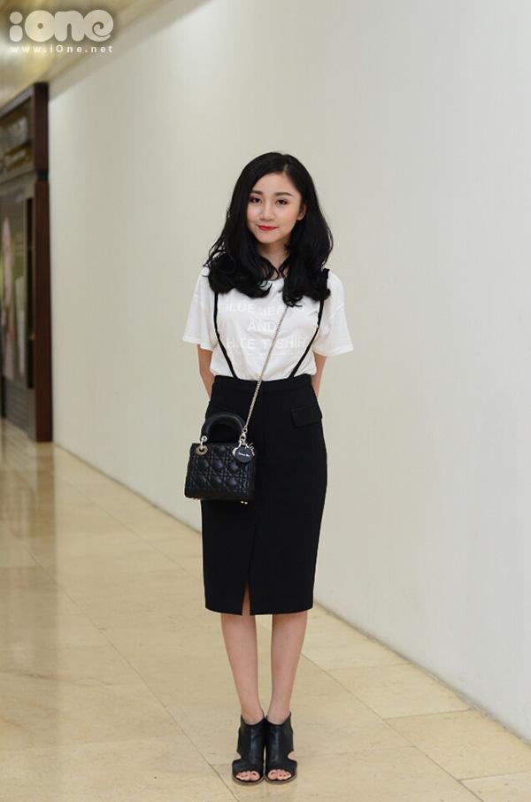 Là một trong những thí sinh nhỏ tuổi nhất, cô gái sinh năm 1992 Nguyễn Hải Yến gây chú ý không chỉ nhờ vẻ ngoài xinh xắn kiểu hot girl, mà còn vì tài năng trong lĩnh vực thiết kế.