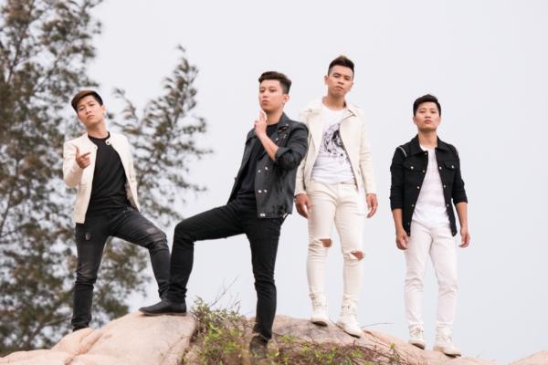 """Bất ngờ nổi lên như một """"hiện tượng"""" trong cuộc thi Nhân tố bí ẩn X-Factor 2014, nhóm OPlus được biết đến như một boyband có kỹ thuật tốt, khả năng bè phối chuyên nghiệp và phong cách trình diễn cuốn hút người xem. Sau khi """"về đích"""" với vị trí thứ 2 chung cuộc, OPlus tiếp tục thẳng tiến trên con đường ca hát với những sản phẩm âm nhạc được đầu tư kĩ lưỡng và như album Cảm ơn tình yêu tôi, MV I still remember, single Khoảng không chơi vơi... Hình ảnh của OPlus hiện lên trong mắt khán giả là một nhóm nhạc nam có chất lượng, với phong cách lịch lãm, chững chạc."""