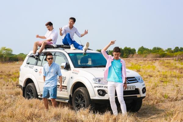 """Thế nhưng sau thành công của Khoảng không chơi vơi, thời gian gần đây, những người hâm mộ theo dõi OPlus hầu như chỉ thấy nhóm nhạc yêu thích của mình xuất hiện trên các chương trình truyền hình. Hoạt động ra sản phẩm mới của OPlus có phần chững lại khiến nhiều khán giả đang rất chờ đợi """"một kỷ nguyên mới dành cho các nhóm nhạc"""" tại thị trường âm nhạc Việt Nam không khỏi băn khoăn."""