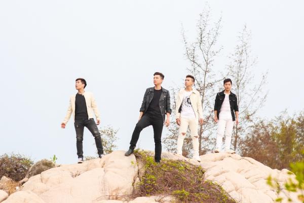 """Sau gần 4 tháng """"im ắng"""" một cách bí ẩn, bốn chàng trai OPlus đã đem đến câu trả lời cho người hâm mộ bằng một MV mới mang đầy màu sắc trẻ trung, vui tươi của mùa hè với tên gọi """"Sống Đúng Chất""""."""