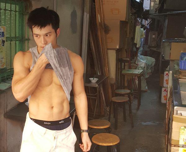 Loạt ảnh ghi lại một chàng trai bán tào phớ tại Trung Quốc đang được chia sẻ tích cực.