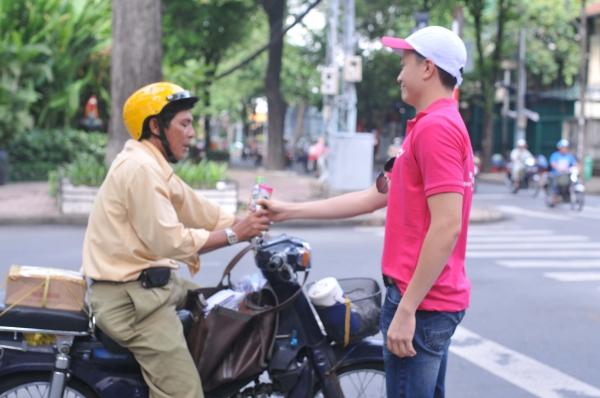 Lương Mạnh Hải cùng tham gia chiến dịch ý nghĩa này cùng cô bạn thân.