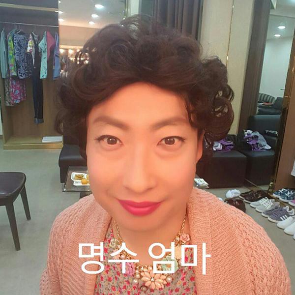 Park Myung Soo khoe tạo hình mới giả gái chuẩn như