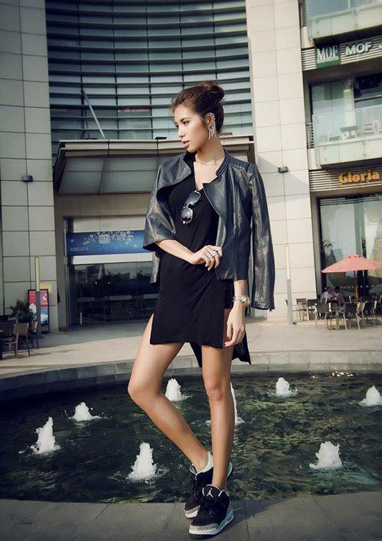 Sở hữu chiều cao lý tưởng 1m78 cùng thân hình thon thả với số đo 3 vòng 86 - 59 - 92, Minh Tú hiện đang là một trong số những gương mặt người mẫu đắt show của làng thời trang Việt.