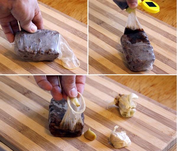 Bạn hoàn toàn có thể hâm nóng thức ăn mà không cần lo vi sóng với 1 chiếc bao cao su. Chỉ cần cho thức ăn vào bao, cột lại...