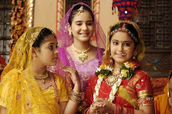 him xoáy vào vấn nạn tảo hôn vẫn rất nhức nhối tại nhiều vùng quê đất nước này. Kịch bản dựa trên câu chuyện có thật của một bé gái tên là Anandi (Avika Gor thủ vai) kết hôn khi mới 8 tuổi với một người chồng bằng tuổi tên là Jagdish (Avinash Mukherjee).