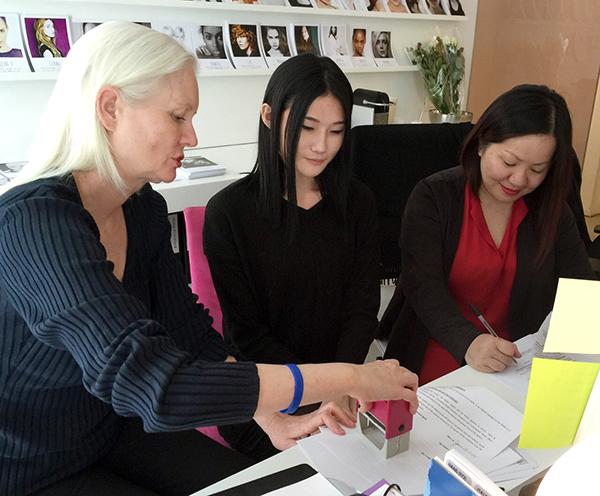 Sau những khởi đầu đầy thành công và thuận lợi khi làm việc tại Milan, người hâm mộ kì vọng Kha Mỹ Vân sẽ có gặp được nhiều may mắn và thuận lợi tại thị trường thời trang mới.
