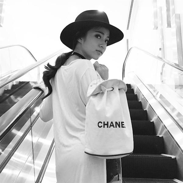 Baitoei là gương mặt quen thuộc trong các quảng cáo dầu gội nổi tiếng tại Thái Lan dạo gần đây. Ngoài việc góp mặt trong quảng cáo cũng như MV ca nhạc, ở trường Baitoei còn được biết đến với danh hiệu hot girl học giỏi của đại học Bangkok.