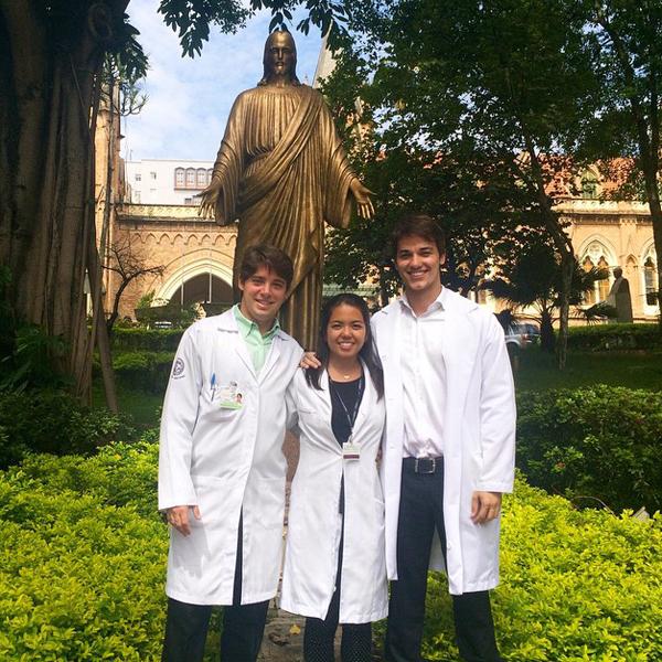 Gabriel tốt nghiệp khoa y trường ĐH Marilia, Sao Paulo, làm việc tại khoa thần kinh ở bệnh   viện Santa Casa từ đầu năm 2015.