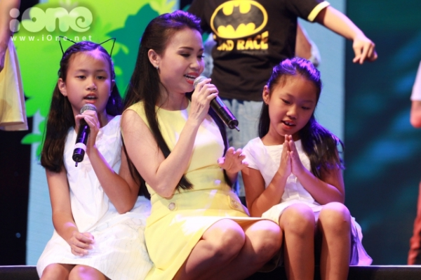 Cẩm Ly cùng hai cô con gái