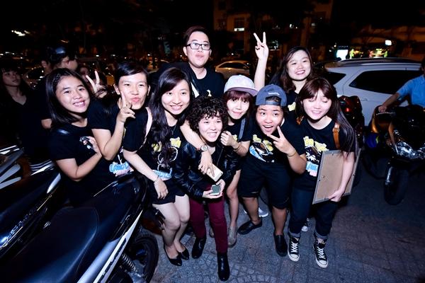 Nhiều fan có mặt từ sớm để cổ vũ cho Tiên Tiên.  Sự yêu thương của khán giả chính là động lực để Tiên Tiên tiếp tục cố gắng và cho ra đời những sản phẩm âm nhạc tiếp theo, dự kiến sẽ là một MV hoành tráng trong thời gian tới.