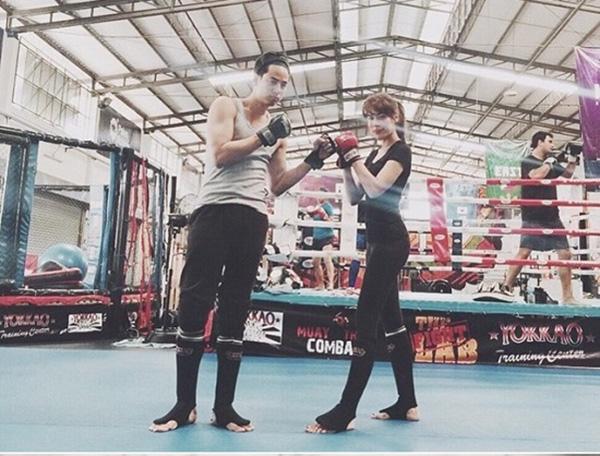 Bí quyết giúp Kimberly có được thân hình gọn gàng và săn chắc như hiện nay là nhờ chăm chỉ luyện tập gym và boxing.