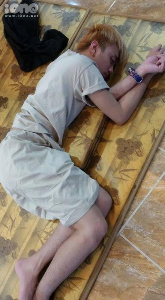 Soobin Hoàng Sơn đặc biệt thích nằm nghiêng sang một bên để ngủ.