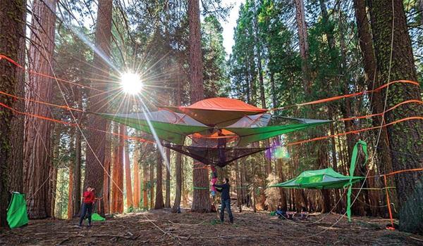 Một kiểu võng mới được thiết kế để chăng ra giữa rừng, giúp dân phượt có thêm cảm giác mạo hiểm: ngủ giữa rừng, trên cao.