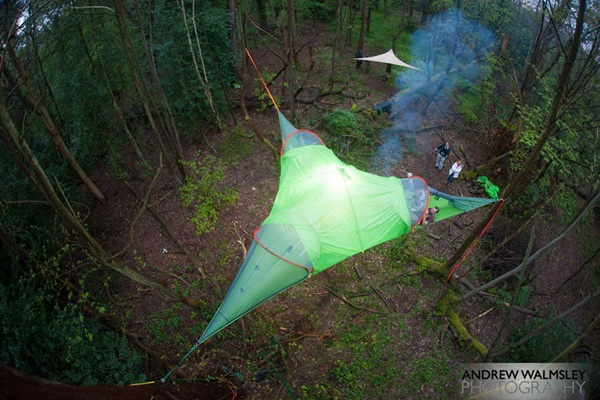 Chiếc lều như thế này không chỉ giúp người dùng thấy thoải mái, thư giãn mà còn tránh được thú dữ.