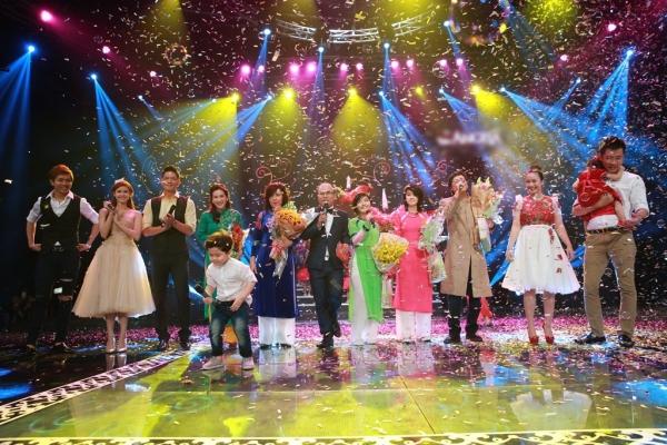Các gia đình đã tạo nên cái kết tha65t đẹp cho đêm live show đầu tiên sau 20 năm của Phương Thảo - Ngọc Lễ