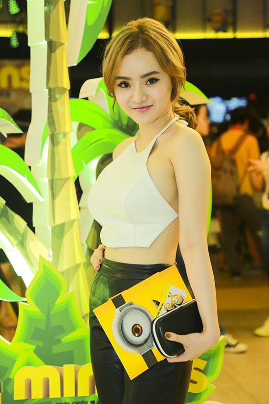 """Cuối tuần qua, MINIONS vừa có buổi ra mắt hoành tráng, đậm chất nhí nhố, ngộ nghĩnh của đội quân màu vàng rực rỡ bằng bữa Đại tiệc Minion. Được xem là một trong những sự kiện điện ảnh lớn nhất năm 2015 của CJ CGV Việt Nam, chương trình thu hút sự chú ý từ đông đảo khán giả và người hâm mộ bộ phim, đặc biệt là đông đảo các """"fan ruột"""" của các minions. Đại tiệc Minions diễn ra ở hai thành phố Hà Nội và TP HCM. Hàng loạt gương mặt quen thuộc của showbiz đã đến tham gia chương trình"""
