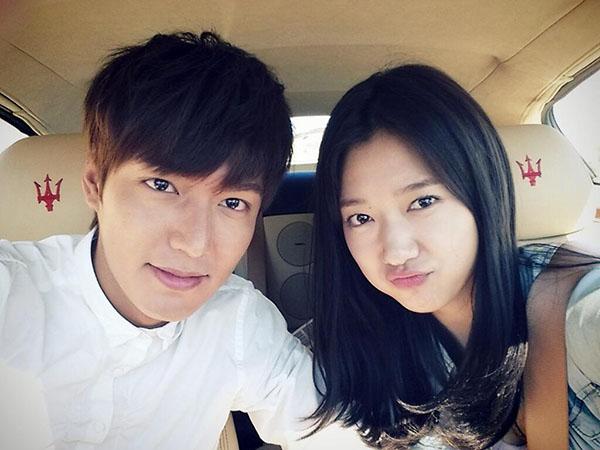 Trả lời phỏng vấn với truyền thông Trung Quốc, Lee Min Ho chia sẻ anh đã yêu một cô gái bí mật và đã chia tay cách đây một năm. Sau phát ngôn ấy, tin đồn hẹn hò của cả hai rộ lên mạnh mẽ.