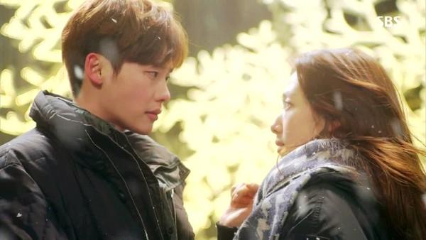 lee-jong-suk-park-shin-hye-hon-9406-1800