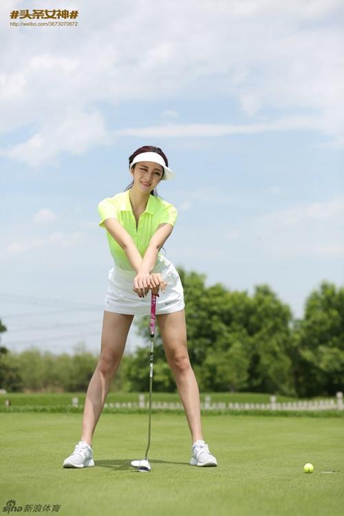Loạt ảnh chơi golf đăng trên một tạp chí của cô nàng được chia sẻ tích cực.
