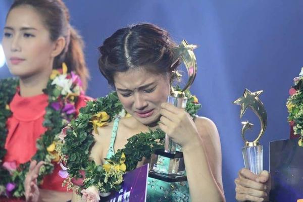 Hoàng Yâ Chibi bật khóc nức nở
