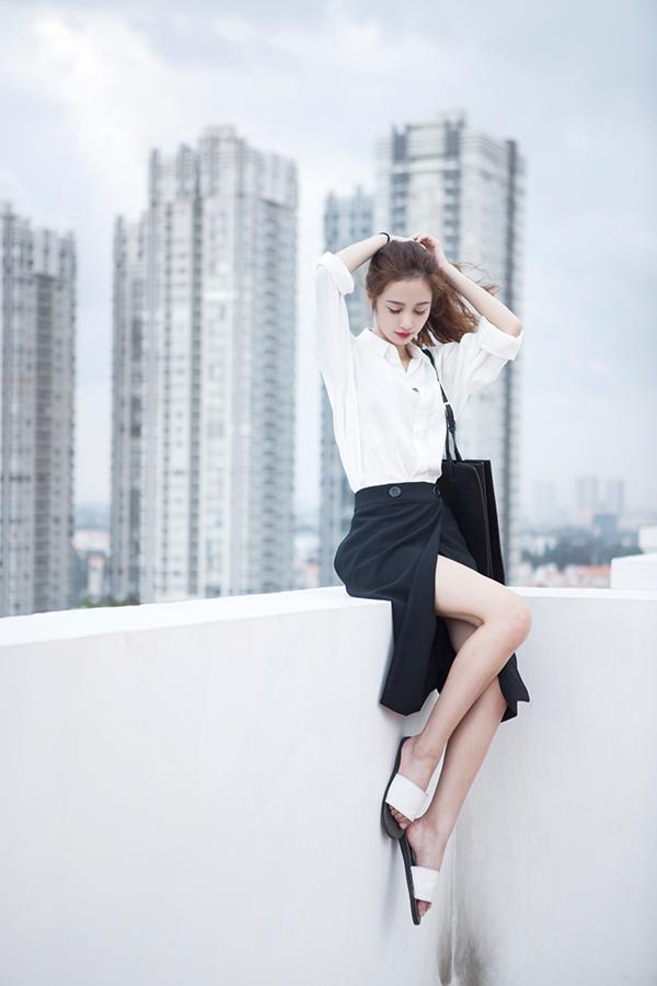 Jun Vũ là hotgirl 9x được biết đến không chỉ nhờ vẻ đẹp thanh thoát, ngọt ngào mà còn nhờ những hoạt động nổi bật ở Thái Lan. Có thể nói cô nàng 9x này là một trong số ít ỏi những hotgirl Việt Nam thành công khi làm việc với vai trò người mẫu ảnh, diễn viên quảng cáo ở môi trường quốc tế.