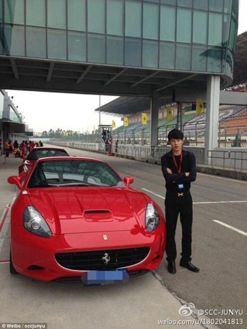 Chen Junyu (ảnh) và Zhang Jiale đều ở trong hội siêu xe này.