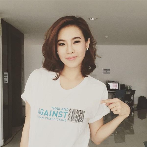 Thời trang tóc Lob có thể tăng độ dài tới vai giúp dễ dàng tạo kiểu và biến tấu với nhiều kiểu tóc. Trong số các mỹ nhân Thái, cô nàng diễn viên của Ôi Ma ơi đặc biệt kết kiểu tóc Lob này.