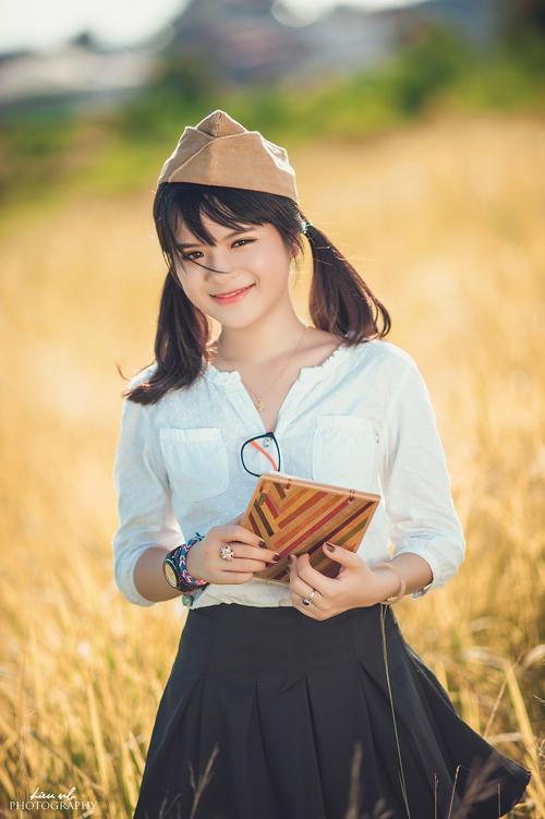 Nguyễn Hà Đan sinh ngày 19/3/1995, hiện tại cô nàng học tập tại ĐH Kinh Tế Kỹ Thuật Công Nghiệp. Mọi người thường gọi cô nàng với nickname Hà Nhuệ Đan. Cô nàng là gương mặt quen thuộc trên truyền hình với vai trò là MC, diễn viên.