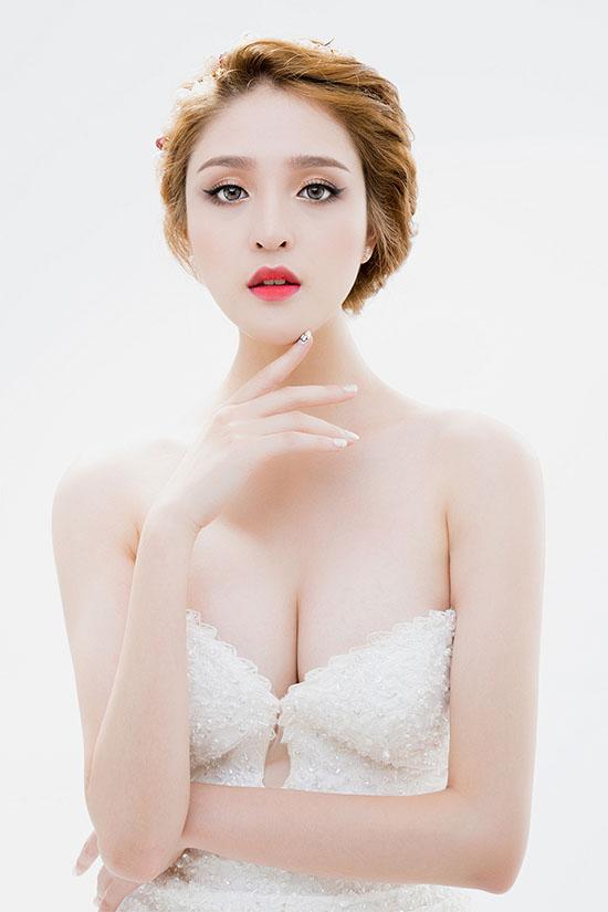 Photos: Luke Nguyễn Make up: Mai Phan