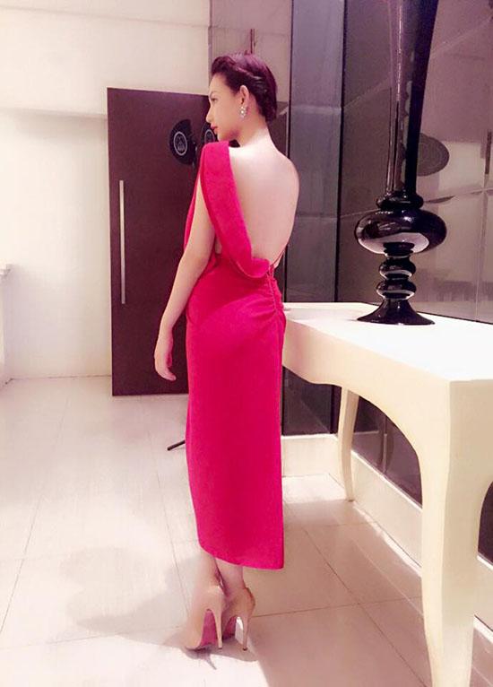 hot-girl-khoe-eo-thon-huyen-ba-2030-7802