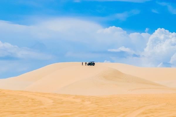 Mũi Né, Việt Nam: Những đồi cát vàng đẹp choáng ngợp, thậm chí bạn còn quên mất việc chụp ảnh vì mải mê ngắm cảnh nơi đây.