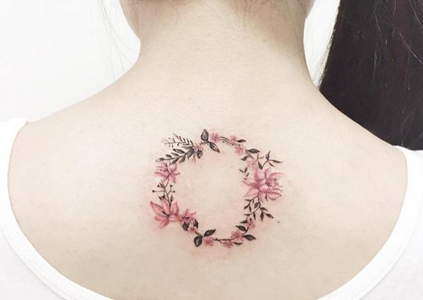 Hình xăm của Ba Nul thường lấy chủ đề hoa cỏ.