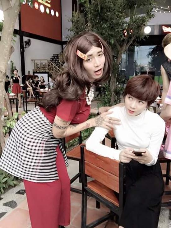 BB Trần nhắng nhít bên Kim Nhã với biểu cảm khó đỡ khiến fan cười ngất.