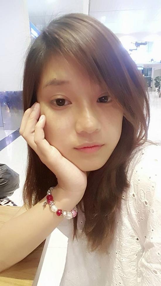 Hoàng Yến Chibi kém sắc khi để mặt mộc, tỏ ra mệt mỏi khi phải di chuyển nhiều bằng máy bay vì công việc.