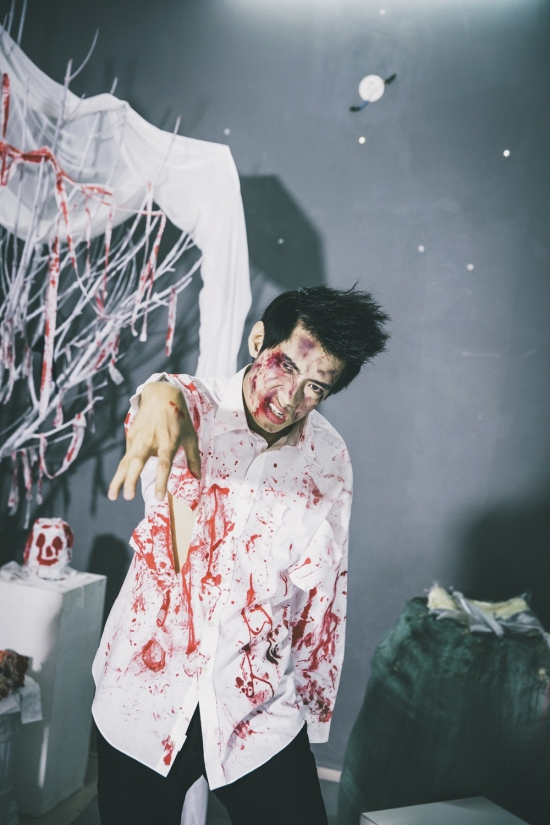 Được biết, để hiện thực hóa màn nhảy tập thể giữa ma và người này, Quang Đăng đã biên đạo một màn nhảy cực kì độc đáo trên nền nhạc Throat of Grave do SlimV viết độc quyền cho chương trình. Anh chàng vũ công điển trai sẽ dẫn đầu một đội quân zombie hàng ngàn người và thực hiện điệu nhảy thây ma tạo nên cảnh tượng hoành tráng và& rùng rợn nhất.