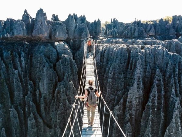 Địa hình đầy nguy hiểm với những khối đá vôi sắc nhọn đã khiến Công viên quốc gia Tsingy de Bemaraha, Madagascar trở thành một trong những nơi bí ẩn nhất thế giới.