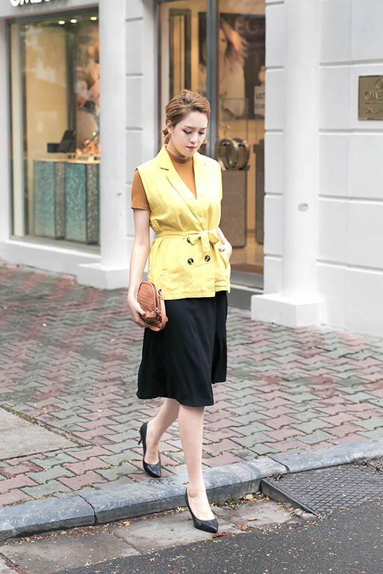 Hoàng Anh không sở hữu tủ đồ hàng hiệu như các Hoa hậu, Á hậu khác. Cô thường tìm đến những nhiều thương hiệu thời trang bình dân và các thiết kế ở trong nước.