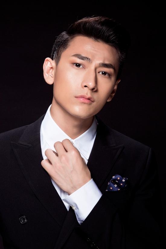 Sau khi tung MV Mr. Right (Khi Anh Yêu Em) và nhận được nhiều phản hồi tích cực từ khán giả, Isaac lại tiếp tục đốn tim fan bằng MV Mr. Right (Khi Anh Yêu Em) với phiên bản Dance.