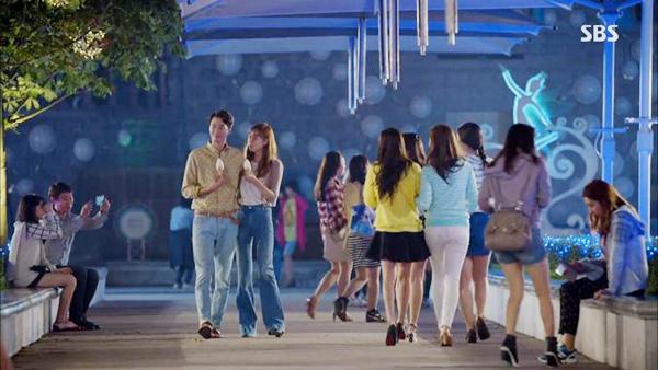Đồ đôi hẹn hò ăn ý của các cặp đôi phim Hàn