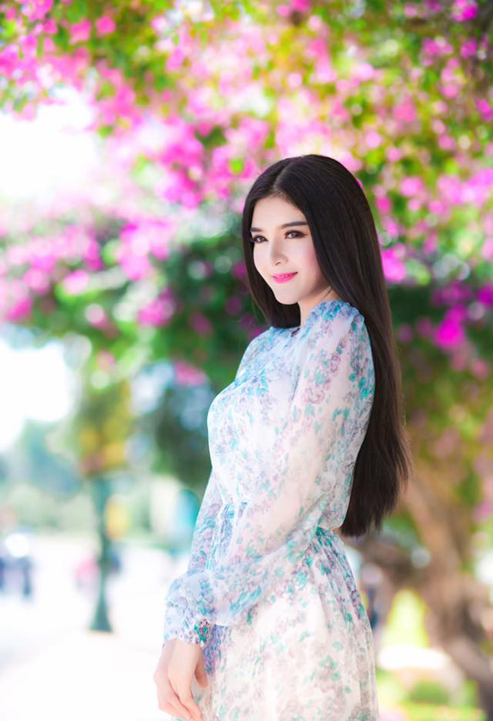 ngoc-trinh-mac-loi-chon-noi-y-4260-7971-